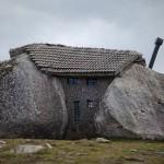 Удивительный дом камень