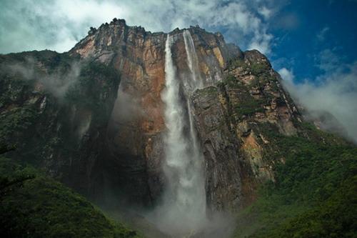 Высокий в мире водопад находится в