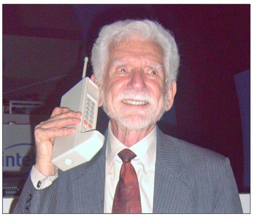 Первый мобильный телефон